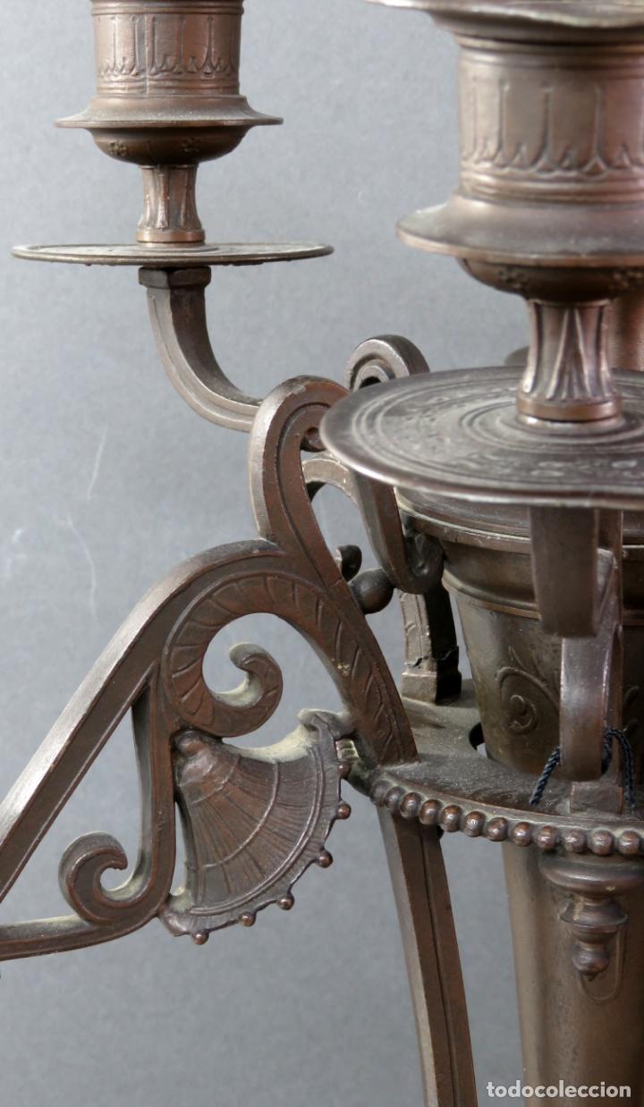 Antigüedades: Pareja de candelabros alfonsinos en calamina pavonada de cinco brazos hacia 1900 - Foto 6 - 167123880