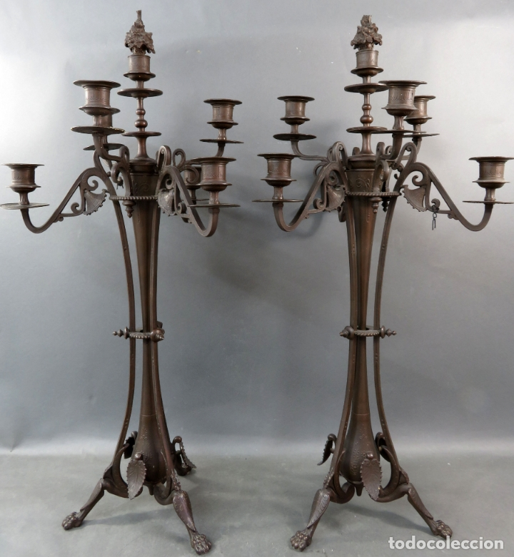 PAREJA DE CANDELABROS ALFONSINOS EN CALAMINA PAVONADA DE CINCO BRAZOS HACIA 1900 (Antigüedades - Iluminación - Candelabros Antiguos)