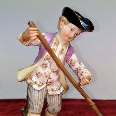 Antigüedades: NIÑO CON GUADAÑA. PORCELANA. JOHANN JOACHIM KAENDLER. MEISSEN. ALEMANIA. CIRCA 1930. Lote 167125724