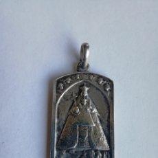 Antigüedades: ANTIGUA MEDALLA RELIGIOSA DE PLATA VIRGEN DE MONTSERRAT Y SAGRADO CORAZON DE JESUS - PAX MUNDI. Lote 167158520