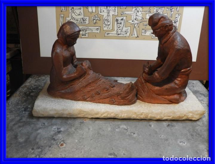 FIGURA DE BARRO TONO OXIDO DE DOS ANCIANOS CATALANES (Antigüedades - Hogar y Decoración - Figuras Antiguas)