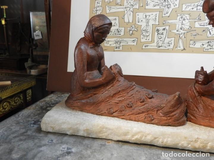 Antigüedades: FIGURA DE BARRO TONO OXIDO DE DOS ANCIANOS CATALANES - Foto 2 - 167172828