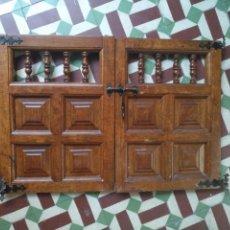 Antigüedades: ANTIGUAS PUERTAS DE MUEBLES CON COLUMNAS TORNEADAS, LEER - MEDIDA DE CADA PUERTA 46,2X33X3,7 CM APRO. Lote 167173380