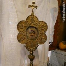 Antigüedades: RELICARIO CUSTODIA HUESO DE SAN PASCUAL BAILÓN ,SIGLO XIX. BRONCE. MIDE 33 X 13 CMS. BIEN CONSERVADO. Lote 167319800