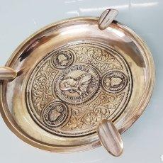 Antigüedades: PLATO/CENICERO CHAPADO EN PLATA CON MEDALLÓN DEL 8 ESCUDOS DE CARLOS IV. 600 GM 23 CM. ESPECTACULAR.. Lote 167323152