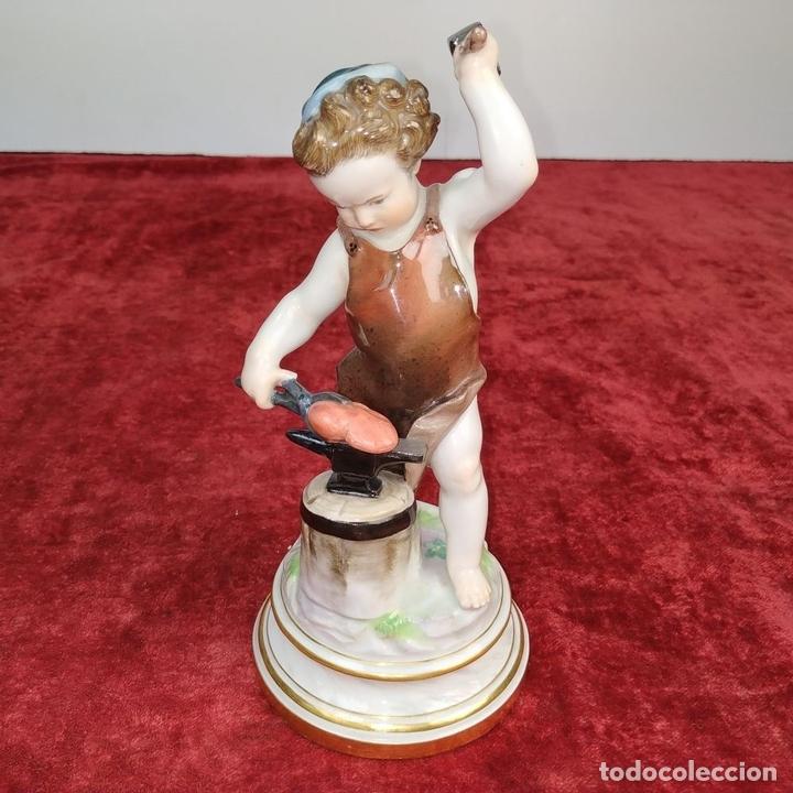 Antigüedades: EROS FORJANDO UN CORAZÓN. PORCELANA ESMALTADA. MEISSEN., ALEMANIA. XIX - Foto 7 - 167419016