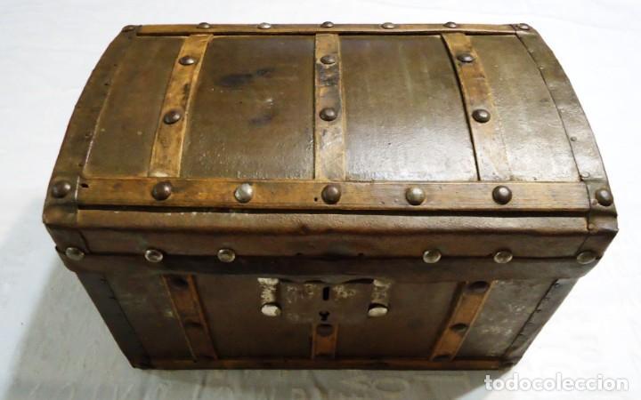 Antigüedades: Antiguo baul con cerradura en madera y metal principios XX - Foto 2 - 167465380