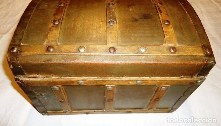 Antigüedades: Antiguo baul con cerradura en madera y metal principios XX - Foto 4 - 167465380