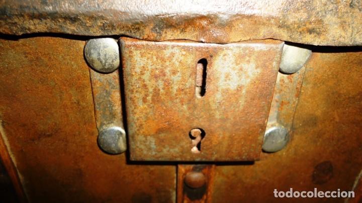 Antigüedades: Antiguo baul con cerradura en madera y metal principios XX - Foto 6 - 167465380