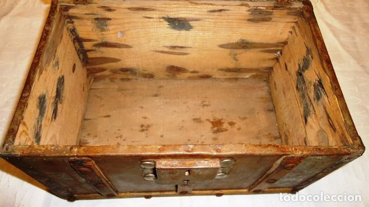 Antigüedades: Antiguo baul con cerradura en madera y metal principios XX - Foto 8 - 167465380