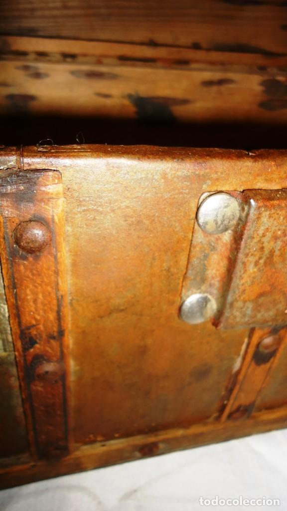 Antigüedades: Antiguo baul con cerradura en madera y metal principios XX - Foto 10 - 167465380