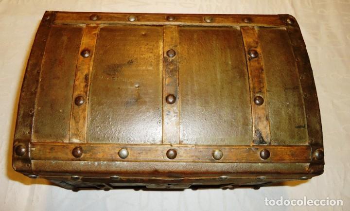 Antigüedades: Antiguo baul con cerradura en madera y metal principios XX - Foto 11 - 167465380