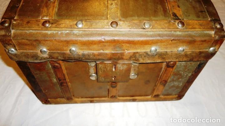 Antigüedades: Antiguo baul con cerradura en madera y metal principios XX - Foto 12 - 167465380