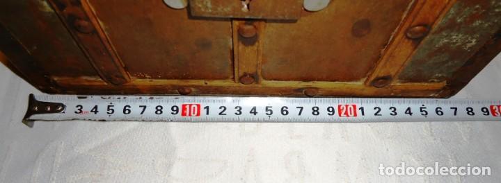 Antigüedades: Antiguo baul con cerradura en madera y metal principios XX - Foto 14 - 167465380