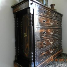 Antigüedades: APARADOR EBANO TAMAGON NCRUSTACIONES DE HUESO?. Lote 167496184