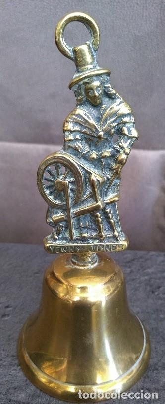 BONITA CAMPANILLA LATÓN Y BRONCE JENNY JONES HIJA DEL INVENTOR DE LA HILADORA JENNY JAMES HARGREAVES (Antigüedades - Hogar y Decoración - Campanas Antiguas)