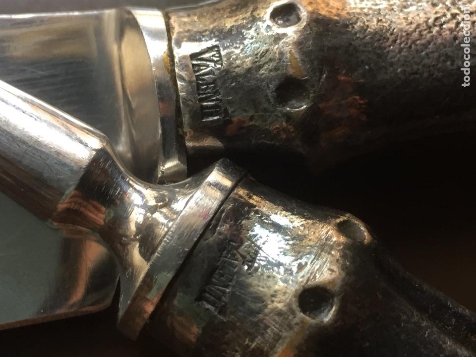 Antigüedades: Juego Cuchillo trinchante y tenedor Valentí con mangos bañados en plata - Foto 2 - 167522012
