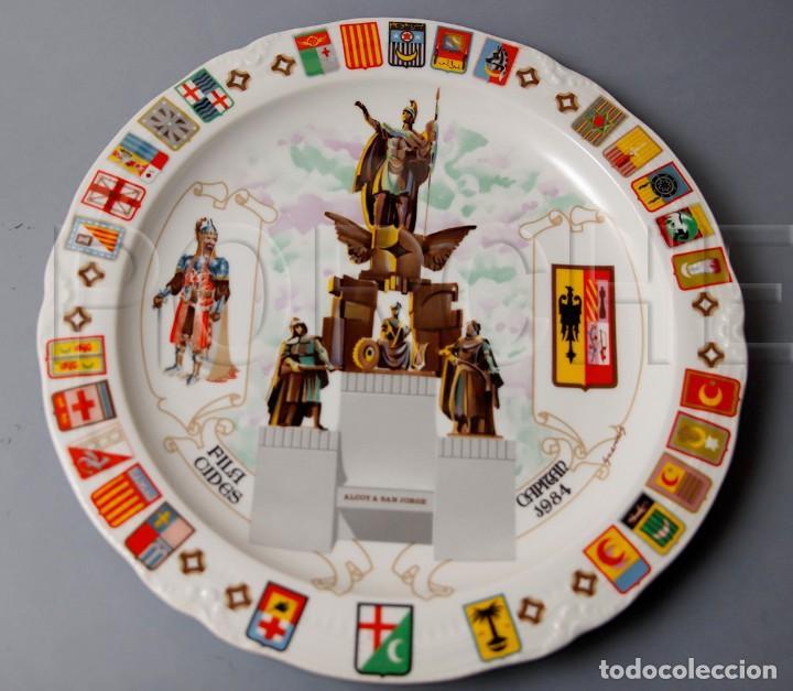 PLATO DE CERAMICA ALCOY A SAN JORGE, FILA CIDES CAPITAN 1984, FIRMADO GUARINOS. NUMERADO (Antigüedades - Porcelanas y Cerámicas - Otras)