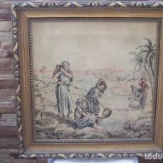 Antigüedades: ANTIGUO CUADRO TAPIZ CON MARCO DE MADERA CON DORADOS.. Lote 167562868
