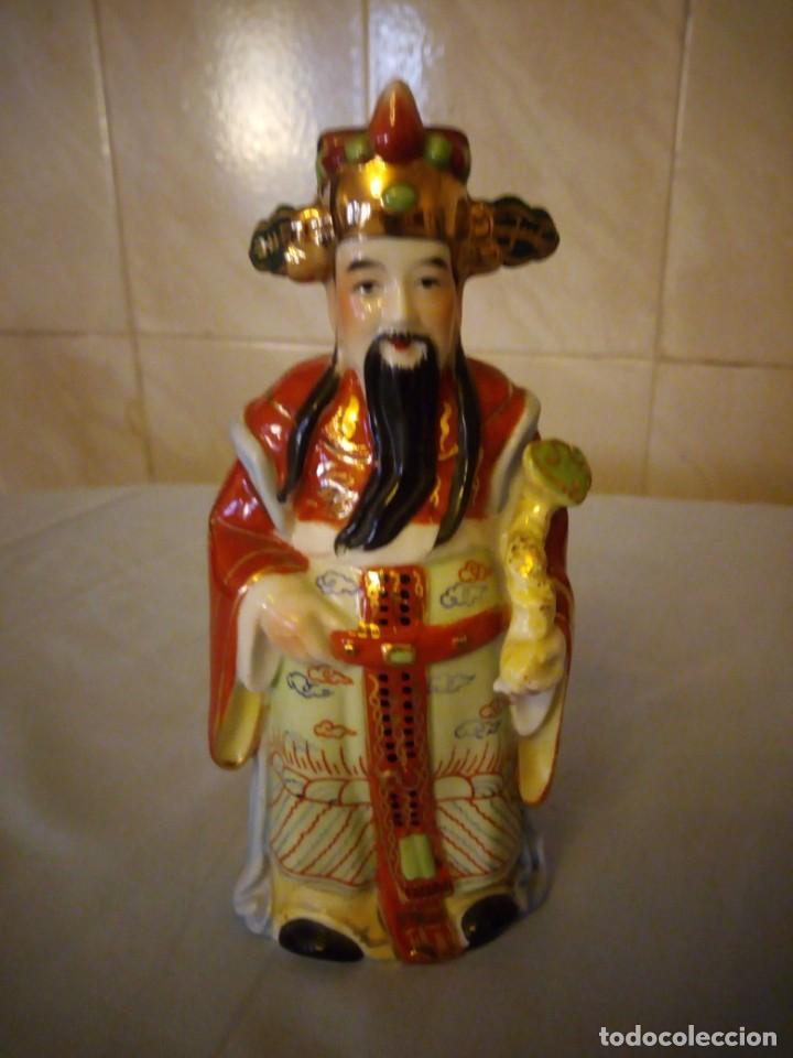 BONITO EMPERADOR DE PORCELANA BISCUIT. (Antigüedades - Porcelanas y Cerámicas - China)