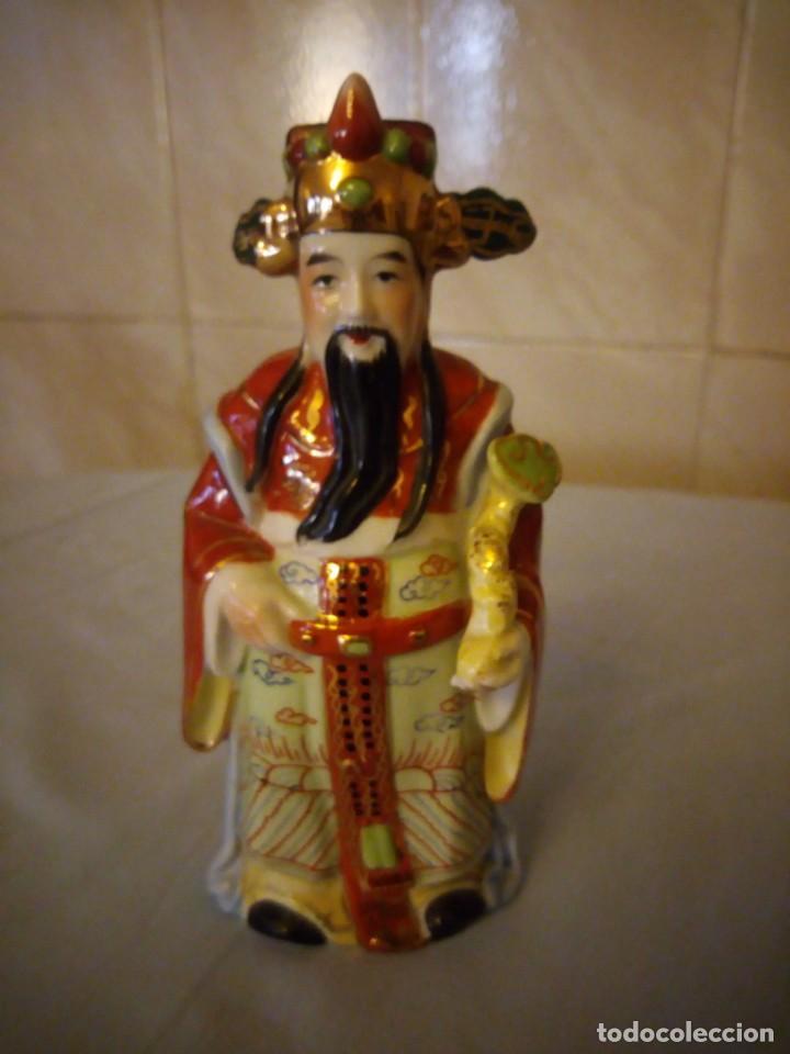 Antigüedades: Bonito emperador de porcelana biscuit. - Foto 2 - 167582220