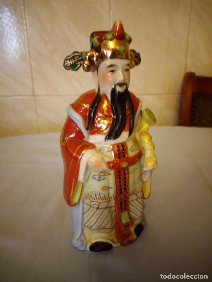 Antigüedades: Bonito emperador de porcelana biscuit. - Foto 3 - 167582220