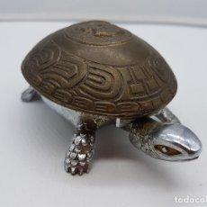 Antigüedades: TIMBRE ANTIGUO DE SOBREMESA PARA DESPACHO O RECEPCIÓN, TORTUGA DE METAL, BRONCE A CUERDA . Lote 167584952