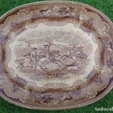Antigüedades: GRAN BANDEJA CARTAGENA COLOR MARRON DE LA CAZA DEL TORO - SELLO INCISO Y TINTA - CARTAGENA S. XIX. Lote 167592592