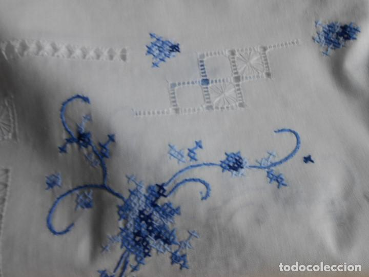 Antigüedades: Excepcional de grande manteleria,punto de cruz a mano y vainicas.180 x 340 cm.12 Serv.algodon blanco - Foto 8 - 223325543