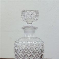 Antigüedades: LICORERA DE CRISTAL TALLADO. Lote 167662840