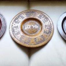 Antigüedades: 5 ANTIGUOS PLATOS POLACOS DE MADERA LABRADA. Lote 167674736