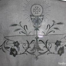 Antigüedades: 9B PAÑO DE ALTAR BORDADO A MANO ALGODÓN Y REALCE AÑOS 1900. Lote 167675212