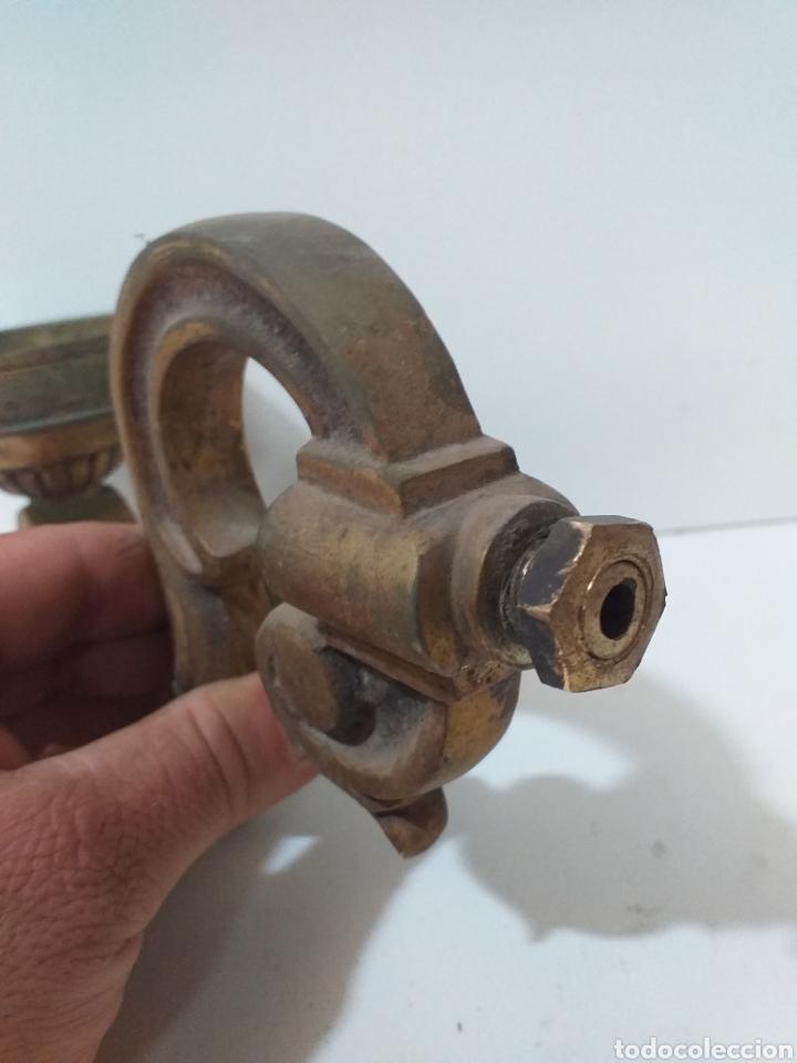 Antigüedades: Pareja de apliques de bronce macizo, ideales para hacer apliques de pared, esa era su función. - Foto 5 - 167691598