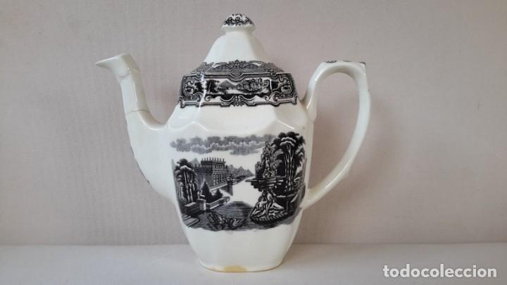 CAFETERA OCHAVADA (Antigüedades - Porcelanas y Cerámicas - La Cartuja Pickman)