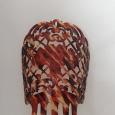 Antigüedades: GRAN PEINETA ESPAÑOLA EN SIMIL CAREY.. Lote 167698200