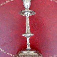 Antigüedades: CANDELABRO EN METAL PLATEADO, LABRADO. Lote 167737848
