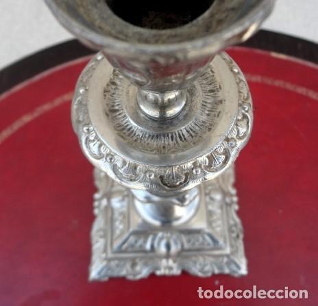 Antigüedades: candelabro en metal plateado, labrado - Foto 2 - 167737848