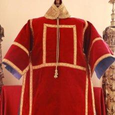 Antigüedades: IMPORTANTE DALMÁTICA CONFECCIONADA EN TERCIOPELO. TRABAJO REALIZADO HACIA 1900.. Lote 167753328
