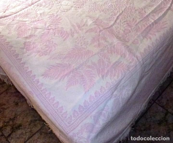 Antigüedades: Antigua colcha cubre camas de algodon en color Rosa y blanco. - Foto 4 - 167760016