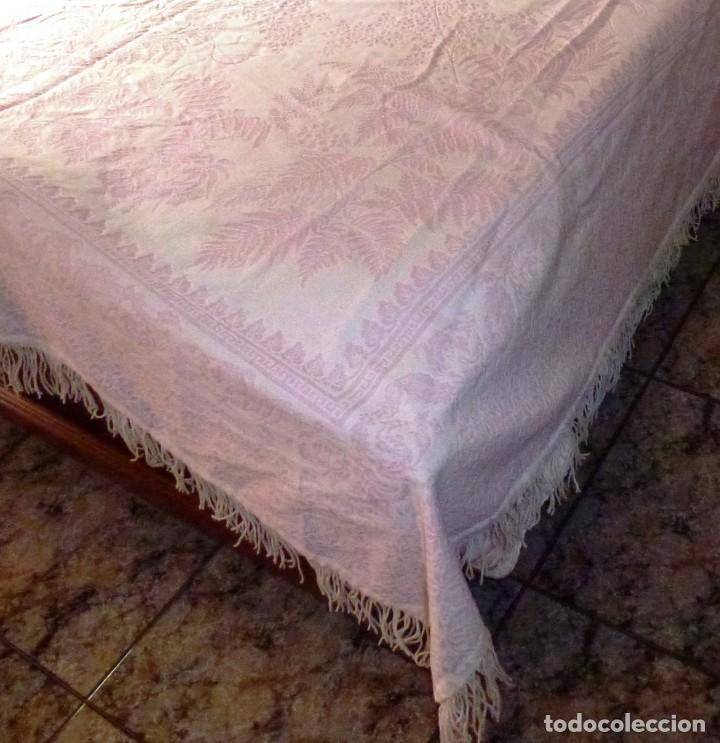 Antigüedades: Antigua colcha cubre camas de algodon en color Rosa y blanco. - Foto 5 - 167760016