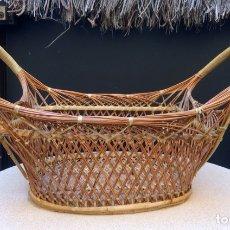 Antigüedades: ANTIGUA Y RARA CESTA DE RATAN MIMBRE. Lote 167777438