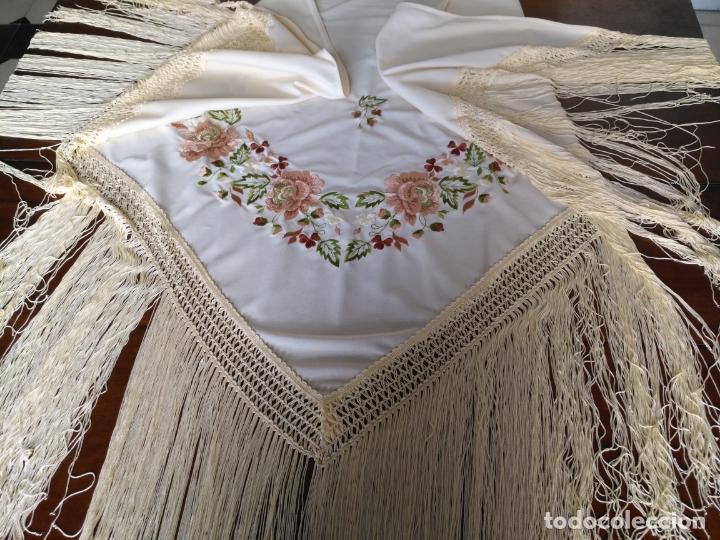 MANTON DE PICO FLORES BORDADAS BORDADO FLORAL CON FLECOS 140 X 66 + 3 DE FLECOS (Antigüedades - Moda - Mantones Antiguos)