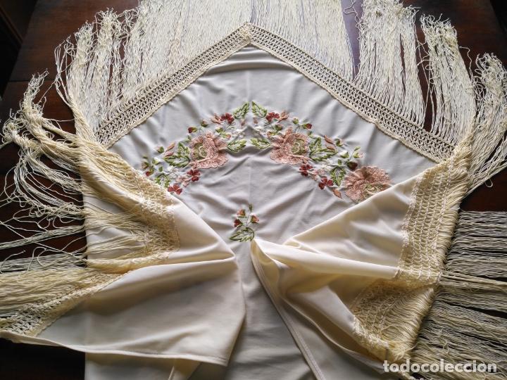 Antigüedades: MANTON DE PICO FLORES BORDADAS BORDADO FLORAL CON FLECOS 140 X 66 + 3 DE FLECOS - Foto 18 - 167801584