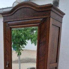 Antigüedades: ANTIGÜO ARMARIO ROPERO DE MADERA NOBLE. Lote 167802744