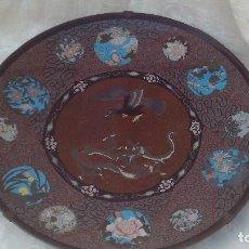 Antigüedades: GRAN PLATO EN CLOISONNE ,ESMALTE DE GRAN CALIDAD ,SIGLO XIX,BUEN TAMAÑO 48CM DIAMETRO. Lote 167804000