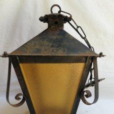 Antigüedades: ANTIGUO FAROL LAMPARA DE HIERRO EN FORJA Y CRISTAL AMBAR.. Lote 167806958