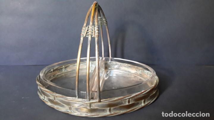 Antigüedades: Antigua cesta (bandeja) de cristal y laton - Foto 2 - 167810032