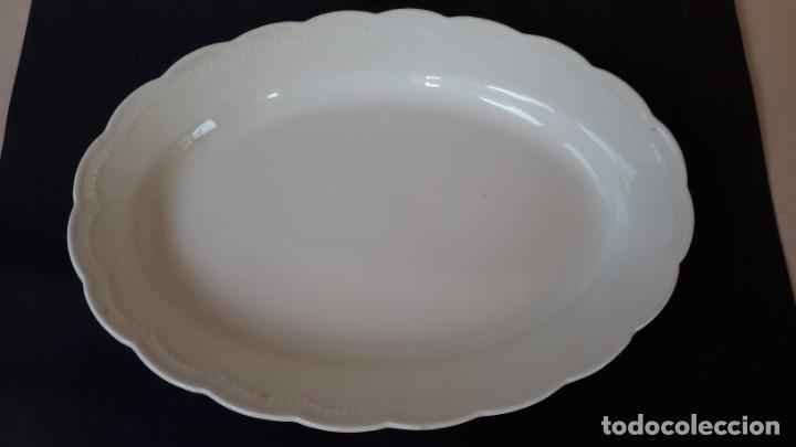 Antigüedades: Juego de 4 fuentes y salsera de porcelana opaca, sevilla. - Foto 4 - 167813276