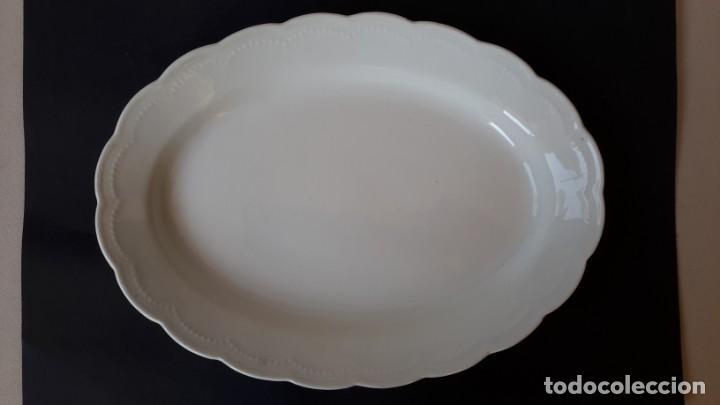 Antigüedades: Juego de 4 fuentes y salsera de porcelana opaca, sevilla. - Foto 5 - 167813276