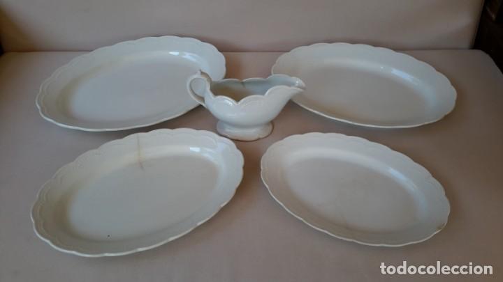 Antigüedades: Juego de 4 fuentes y salsera de porcelana opaca, sevilla. - Foto 8 - 167813276